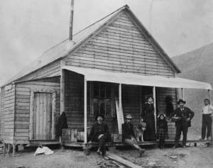 At Skookum Jim's house in Carcross, ca. 1899. L-R: unidentified miner, George Carmack, Mary Mason and Daisy (Skookum Jim's wife and daughter), Skookum Jim and Patsy Henderson. YA, Dave Bohn coll. 83/102 #4, PHO 21.