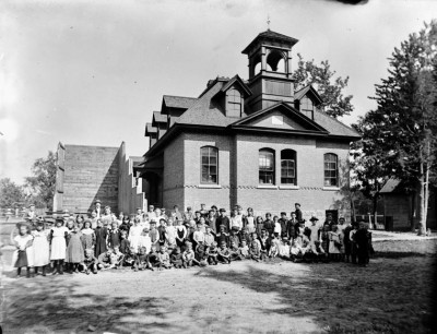 Ottawa schoolhouse, September 1898 (Photo Credit: James Ballantyne/Library and Archives Canada/PA-134258)