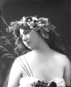 dance hall girl in Klondike 1898 1910
